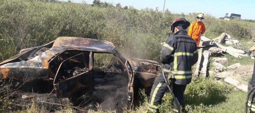 Ardió un vehículo en el Circuito
