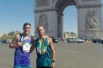 Maratón: junto a unos 80 mil corredores, Carena y Lascano completaron los 42 Km de París