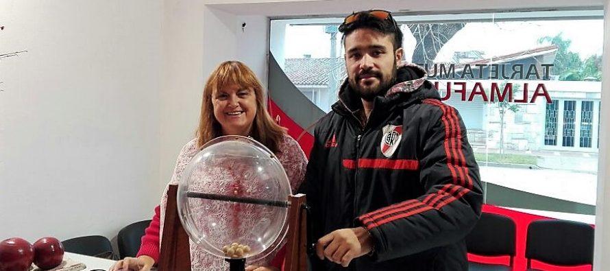 Gastón Astrada y Ramona Sánchez ganaron el sorteo por pago de cuota al día de Almafuerte