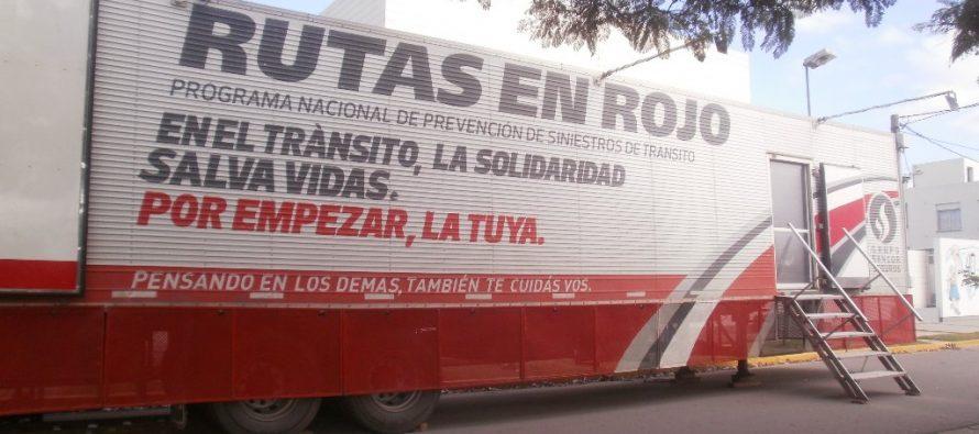 El Móvil Rutas en Rojo pasó por Las Varillas y los funcionarios hicieron el test