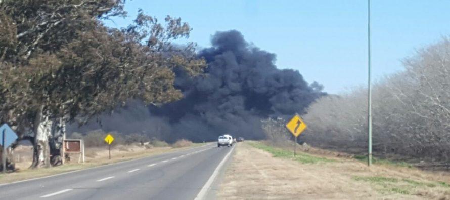 Impresionante incendio en la salida Sur de Las Varillas.