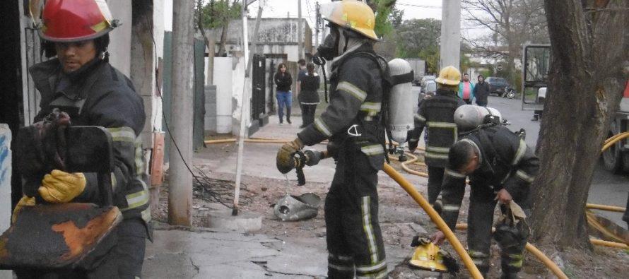 Ardió una  casa deshabitada