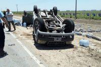 Volcó una camioneta cargada con bidones de agua en la Ruta E-52
