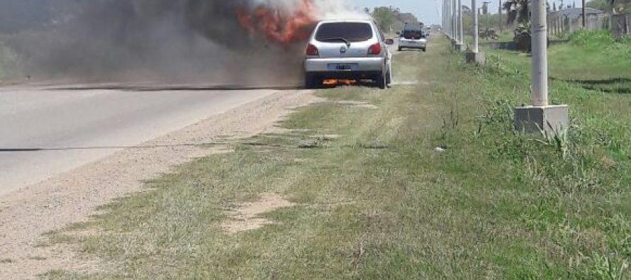 Se incendió un automóvil en cercanías de Las Varas