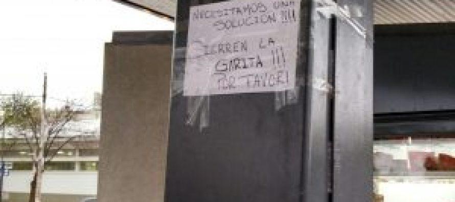 El cerramiento de la garita de Plaza Independencia, a marzo