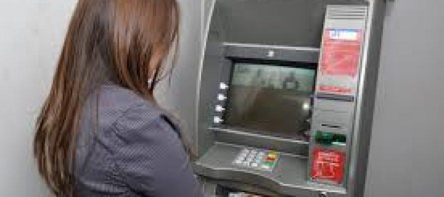 Sólo algunos bancos recargarán los cajeros automáticos durante el fin de semana largo.