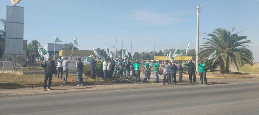 La UOM se manifestó frente a DACHSA – Cerutti por los despidos masivos de sus empleados