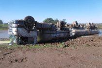 Un camión tumbó en la Ruta 158 pero su conductor sólo sufrió heridas leves