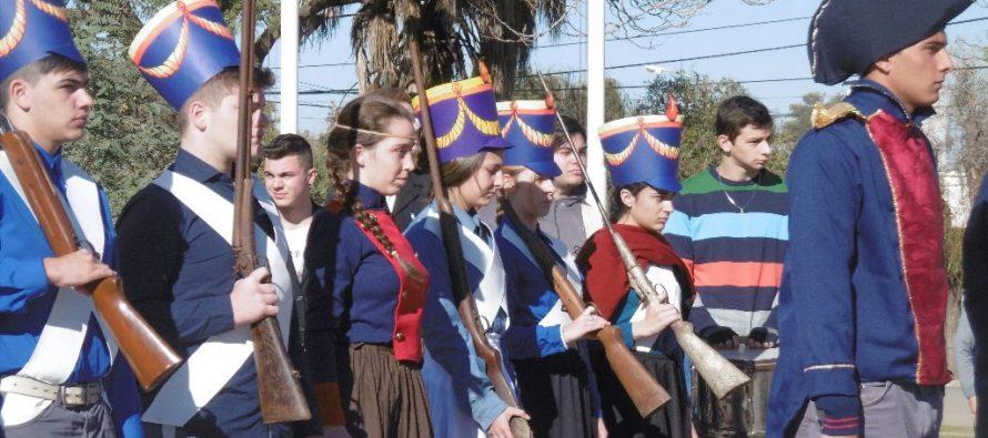 Evocación de la Revolución de 1810 en Plaza 25 de Mayo