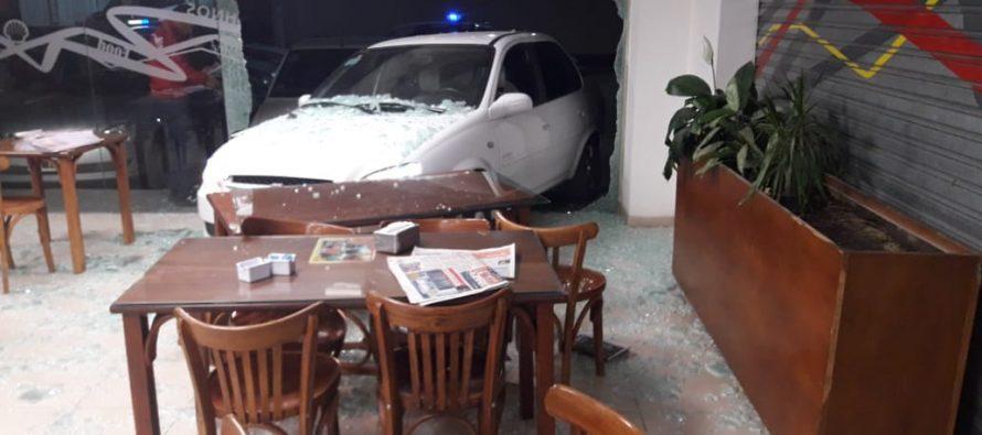 Un automóvil se metió en un shop. Sólo hubo daños materiales