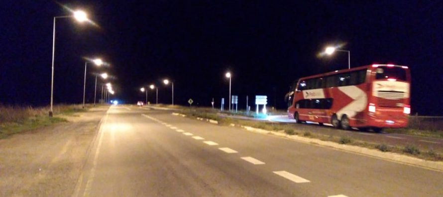 Prueba de luces en peligroso cruce de rutas