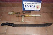 Secuestraron un arma «tumbera» y prendas de vestir en varios allanamientos