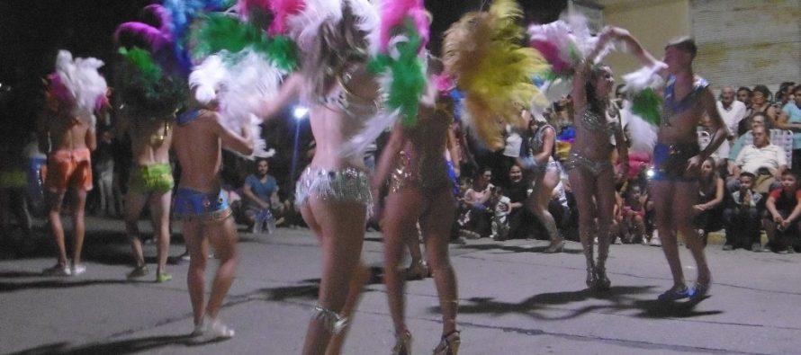 Una multitud en los carnavales varillenses