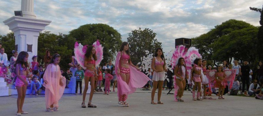 Mes de la Mujer: una multitud en Plaza Independencia (Imágenes)
