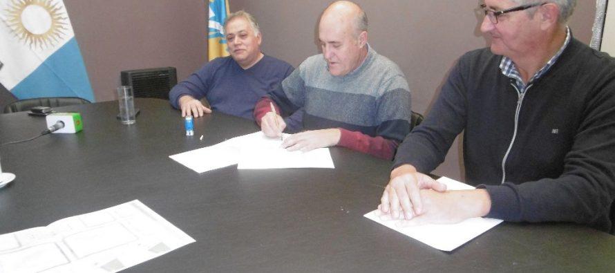 Firmaron un convenio entre el Municipio y el CeCIP para modernizar el centro de Las Varillas