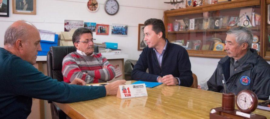 Manuel Calvo entregó subsidio a Bomberos
