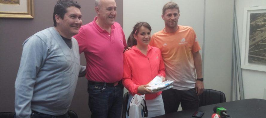 La tenista Carolina Enrría fue recibida por el intendente