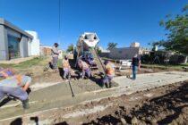 Construcción de cordón cuneta en B° Alfonsín