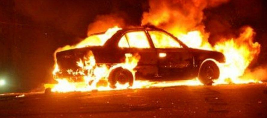 Daños casi totales en automóvil incendiado