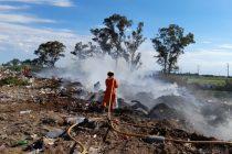 Sofocaron incendio en el basural norte