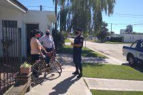 Policías de la provincia y municipal realizan campaña puerta a puerta