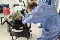 La Municipalidad y el Iturraspe vacunaron a los residentes de geriátricos de Las Varillas