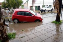 La lluvia provocó un accidente  frente al Círculo Médico