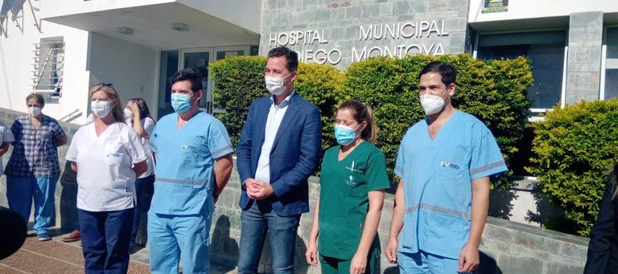 Calvo entregó material a clínicas y hospital y amplió  anuncios sobre cloacas