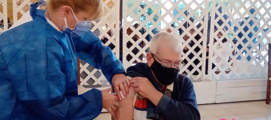 Se reanudó  la vacunación contra el covid con gran concurrencia